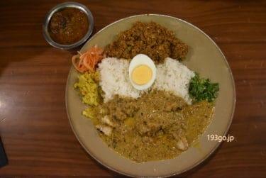 【新宿 カレー】「FISH(フィッシュ)」本格スパイスカレー。3種盛り!味わい深いワンプレートを食す