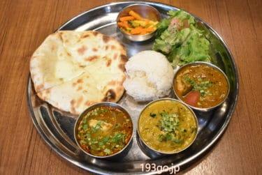 【新宿 インド料理】「アチャカナ」のランチ!3種のスパイスカレーとチーズクルチャ 西新宿の飲食街に
